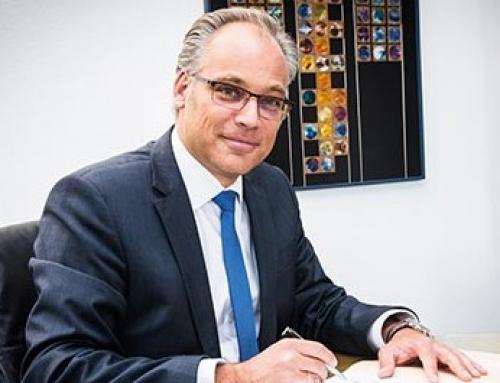 """Dr. Axel Adrian im Interview: """"Sonst zahlen Kinder die Zeche"""""""
